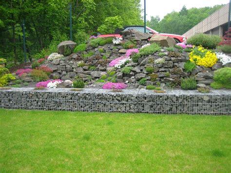 gartenboden gestalten ideen gestaltung steingarten hang kunstrasen garten