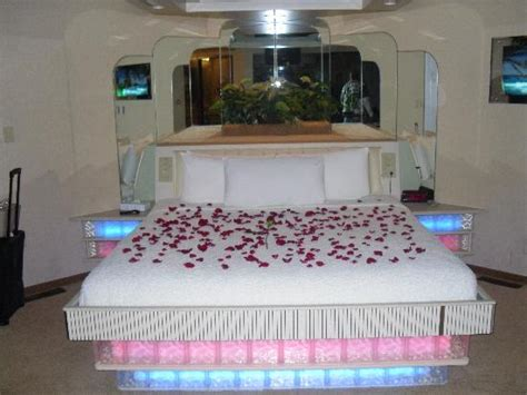 Bunk Beds Indianapolis Bed Picture Of Sybaris Indianapolis Indianapolis Tripadvisor