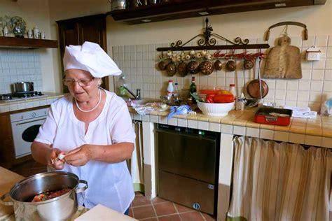 corsi cucina perugia perugia lezioni di cucina getyourguide