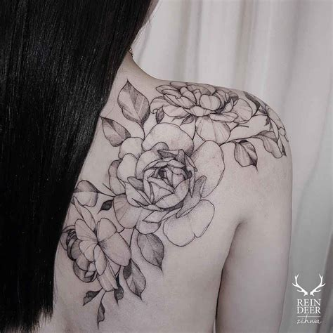 shoulder blade tattoo shoulder blade flowers flowers
