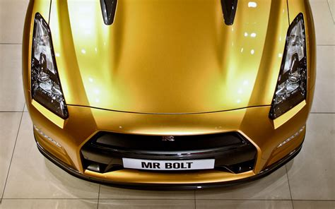 nissan gold sold golden usain bolt nissan gt r gets 187 100 winning bid