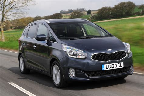 Emblem Kia Carens 2 2 kia carens 2 1 7 crdi review auto express