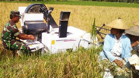Mesin Pemotong Padi Quik Combine Harvester H 140r Mesin Panen Padi