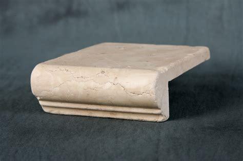 davanzali in marmo foto di elementi ad angolo burattati di marmo