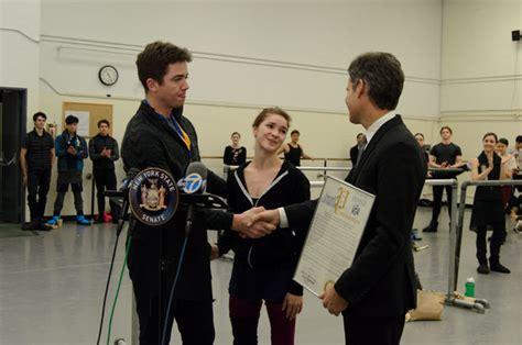 ballet dancer gray davis saves homeless man from subway tracks ballet dancer awarded heroism medal for rescuing man from