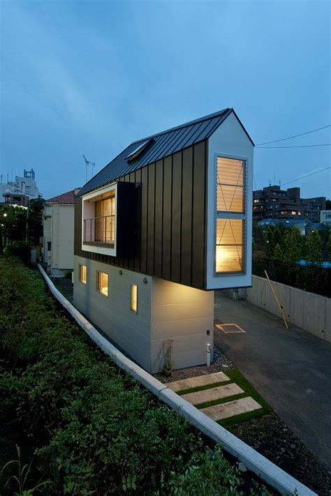 narrow house in horinouchi by mizuishi architect atelier