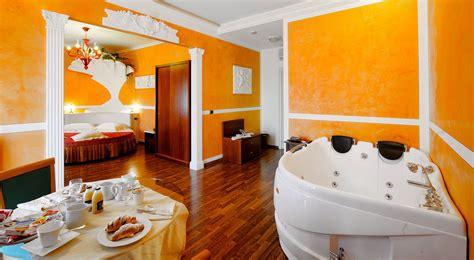 hotel con vasca idromassaggio in umbria suite con vasca idromassaggio in umbria camere con vasca