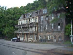 what used to be the hotel at railroad crossing in apollo