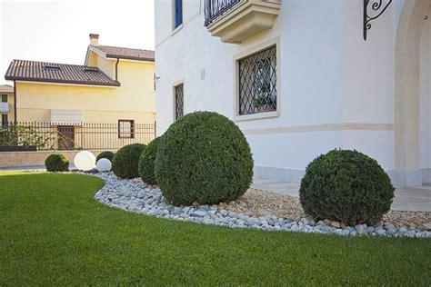 esempi di giardini privati giardini privati progettazione giardini come curare i