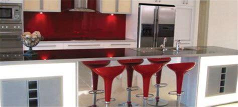 cocinas modernas de color rojo