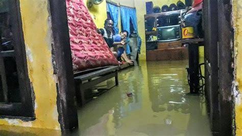 Kulkas Hartono banjir rob tidak surut hartono dan kelurga siap tidur di