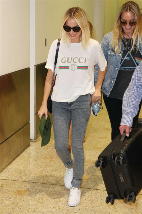margot robbie in jeans margot robbie in jeans 27 gotceleb
