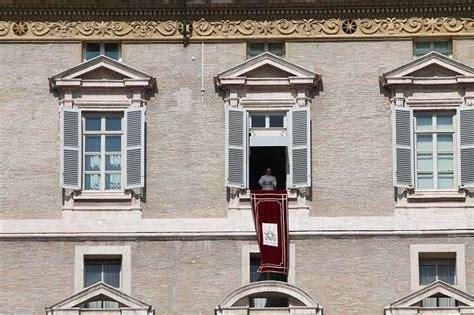 paus fransiskus membuka sinode  uskup mengenai