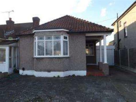 3 bedroom house for sale in romford essex 3 bedroom bungalow for sale in eastern avenue east romford rm1