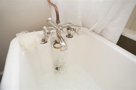 bathtub with water free stock photo 6933 running an enjoyable hot bath freeimageslive