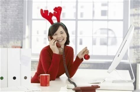 6 ways to spread holiday cheer at work excelle