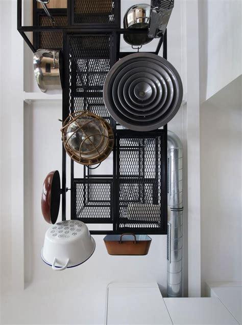 r駭 une cuisine en ch麩e rangement vaisselle cuisine maison design bahbe com