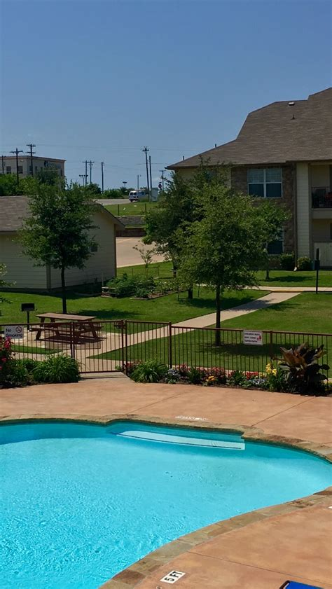 lakeside appartments lakeside apartments rentals granbury tx apartments com