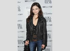 15+ India Eisley Hot & Spicy Navel Pictures, HD Pics India Eisley Olivia Hussey