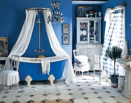 royal blue and white bathroom arredare in stile marino furnish in a marine style