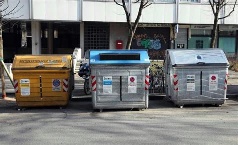 ufficio tassa rifiuti bologna tasse ora tocca ai rifiuti arrivano i bollettini tares