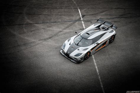 koenigsegg one blue wallpaper the koenigsegg one 1 is sweden s 280 mph carbon fiber hypercar