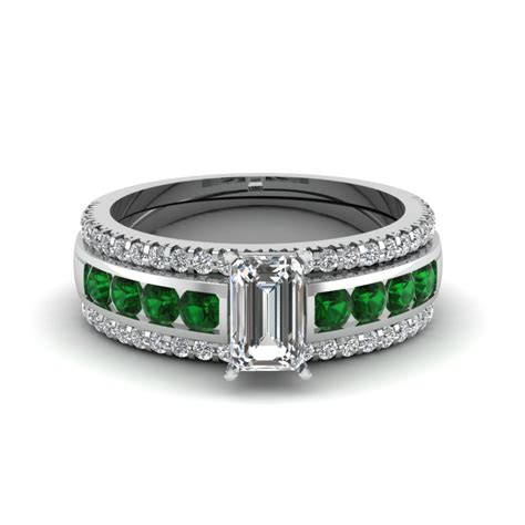 browse our emerald trio wedding ring sets online