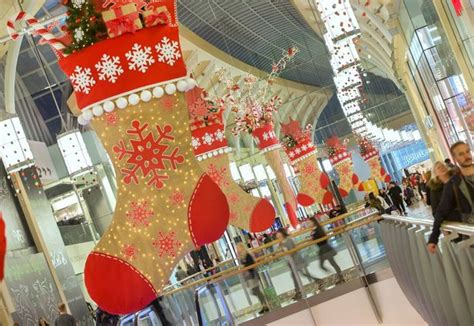 big decorations uk it took 7 000 hours and 5 000 baubles to transform st