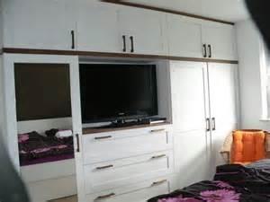 kleiderschrank mit fernsehfach tischlerei neick m 246 belbau