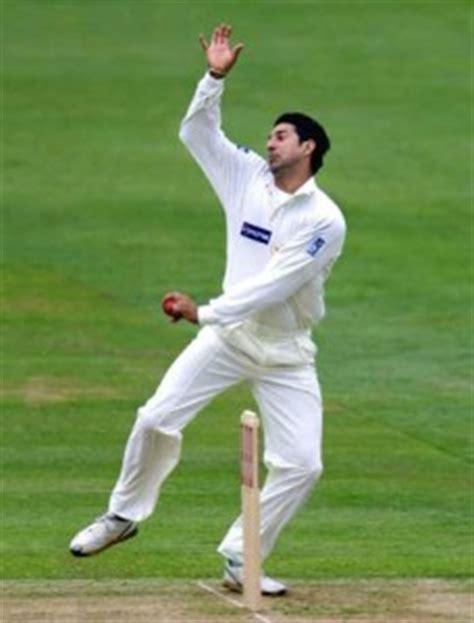 wasim akram double swing sports great pakistan
