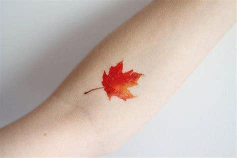 parole con due significati diversi tatuaggi autunnali con foglie foto e significato