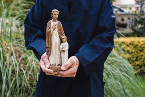 bury st joseph in backyard why do people bury st joseph statues in their yard