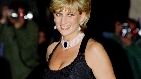 Diana Princess Of Wales Rose Princess Diana Looks Over Baby Charlotte In Photoshopped