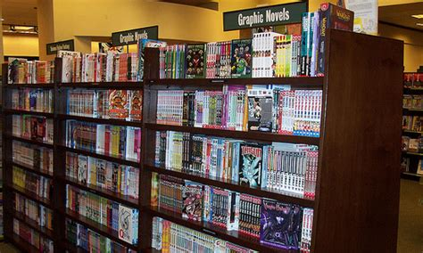 Barnes Noble To Sell Book In Stores by Barnes Noble Pulls Dc Comics Shelves After Kindle