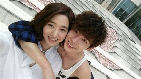 film drama lee jong suk terbaru quot doctor stranger quot jin se yeon and lee jong suk take lovely