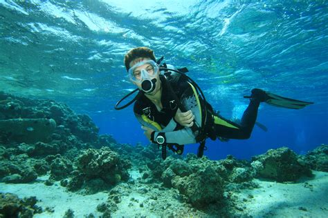 dive sea scuba diving diver sea underwater wallpaper