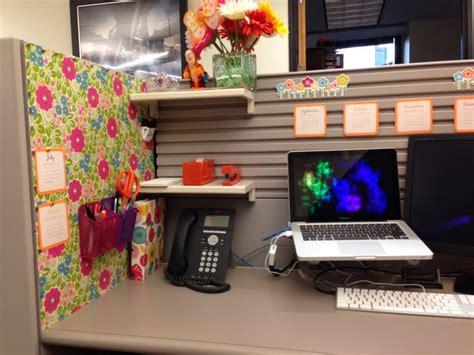 Decorate Your Office Desk Your Cubicle Doesn T To Be Cubicle Ideas Cubicle Decorations Cubicle Decor