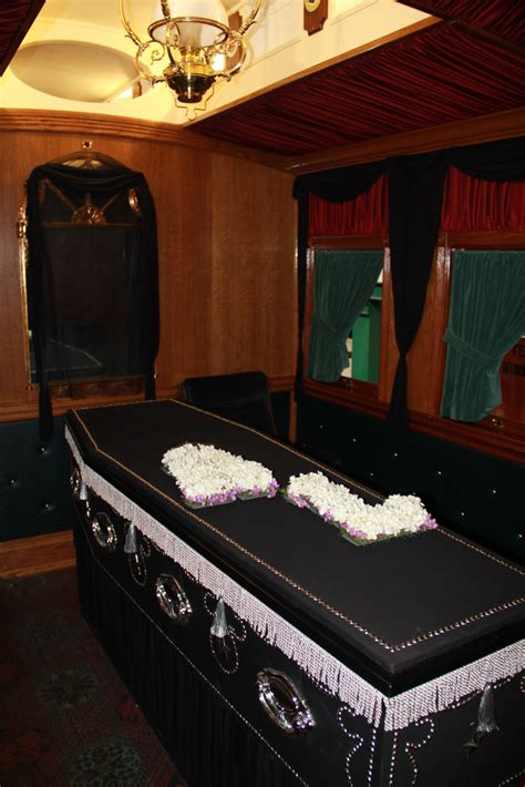 lincoln funeral car  display  duluths depot lake