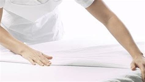 bed making hi tech mattress cover makes your bed smarter in just two