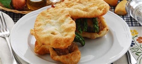 come si cucina il palombo ricetta palombo in crosta e asparagi cucinarepesce