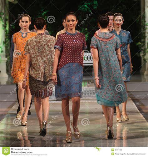 A To Z Batik For Fashion asian children model wearing batik at fashion show runway