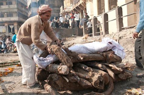 8 Weirdest Burial Rituals by Shocking Rituals Around The World Indiatimes