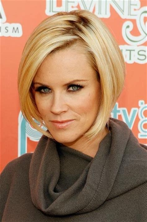 jenny mcarthys new bob haircut for reality show jenny mccarthy hair style evolution