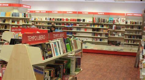 libreria mondadori piazza duomo una libreria a piazza duomo maccarrone apre in centro
