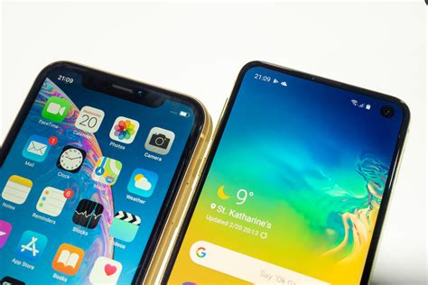 Iphone Xr Vs Samsung Galaxy S10e by Samsung Galaxy S10e Vs Iphone Xr Does Samsung S 750 Offer Trle Apple S Quot Budget Quot Iphone