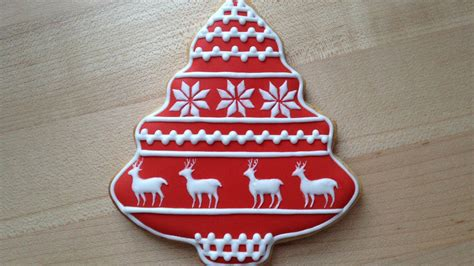 how to decorate a christmas cookie reindeer pattern
