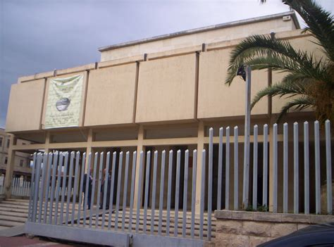 ingresso museo file ingresso museo archeologico di gela jpg wikimedia