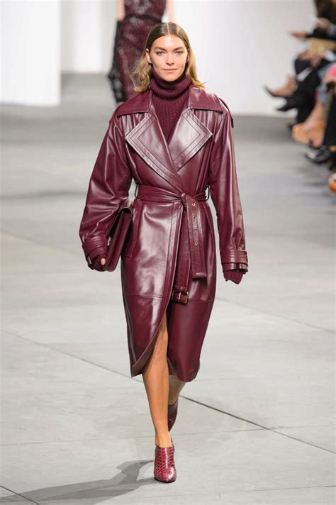 gabardina de cuero el look jueves gabardina de cuero moda el mundo