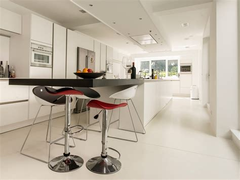Modern Breakfast Bar Interior Design Ideas