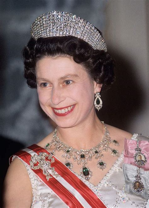 queen elizabeth hairstyles queen elizabeth and hairstyle dame helen s gentle jibe
